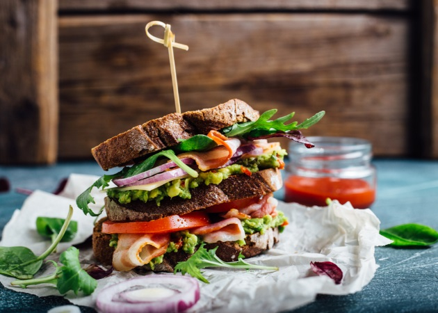 Πέντε εναλλακτικά και low budget sandwich με υλικά που ήδη έχεις στο σπίτι! | tlife.gr