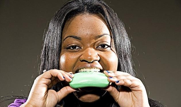 19χρονη τρώει καθημερινά  σαπούνι! | tlife.gr