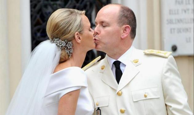 """Ο Αλβέρτος δικαιώνεται! Δημόσια συγνώμη από εφημερίδα που είπε """"καλοστημένη απάτη"""" το γάμο του με την Σαρλίν!"""