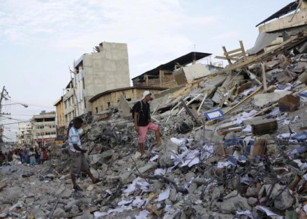 Ισημερινός: 413 οι νεκροί από τον σεισμό – Λεηλασίες, κλοπές και φόβος | tlife.gr
