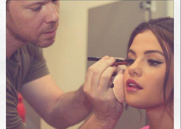 Θα θες οπωσδήποτε να κλέψεις αυτό το beauty trick από την Selena Gomez!