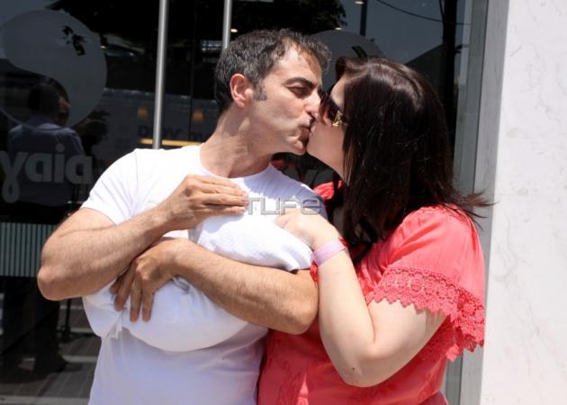 Νεκτάριος Σφυράκης: Για τέταρτη φορά πατέρας! Φωτογραφίες από την έξοδο από το μαιευτήριο