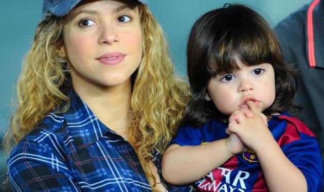 Shakira: Με το ένα μωρό στην αγκαλιά και το άλλο στην κοιλιά στο γήπεδο για να δουν τον μπαμπά! | tlife.gr