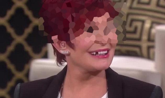 Διάσημη παρουσιάστρια μένει χωρίς δόντι στον αέρα της εκπομπής! Βίντεο   tlife.gr