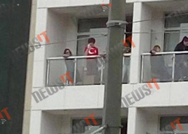 Παρέλαση: Οργή για τον τουρίστα με την τούρκικη σημαία