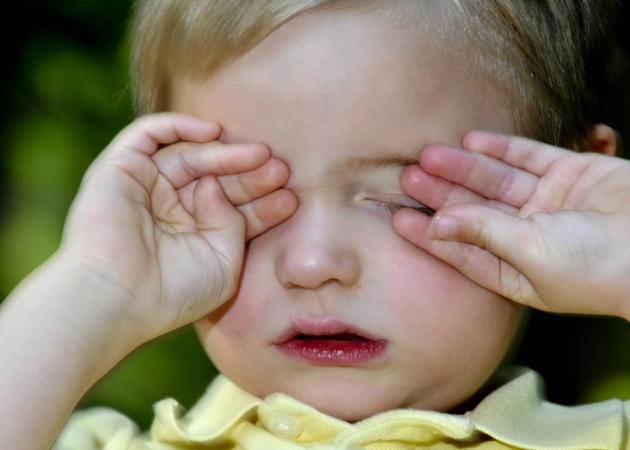 Γιατί ερεθίζονται τα μάτια του παιδιού; Τι πρέπει να κάνεις; | tlife.gr