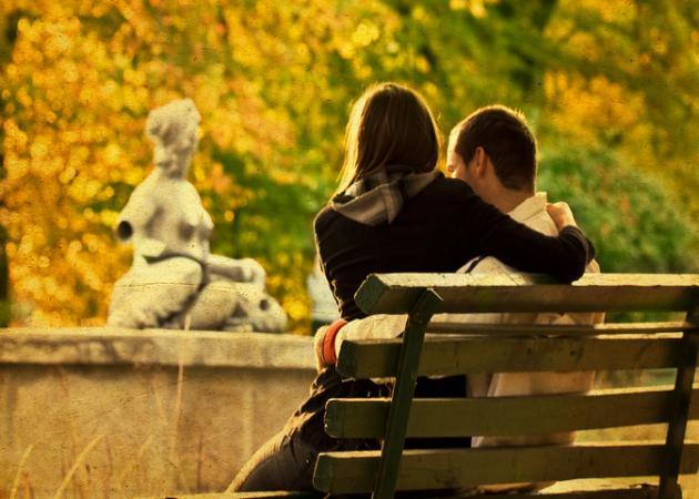 Τελικά, είμαστε πιο ερωτικοί το φθινόπωρο; Τι λένε οι ειδικοί… | tlife.gr