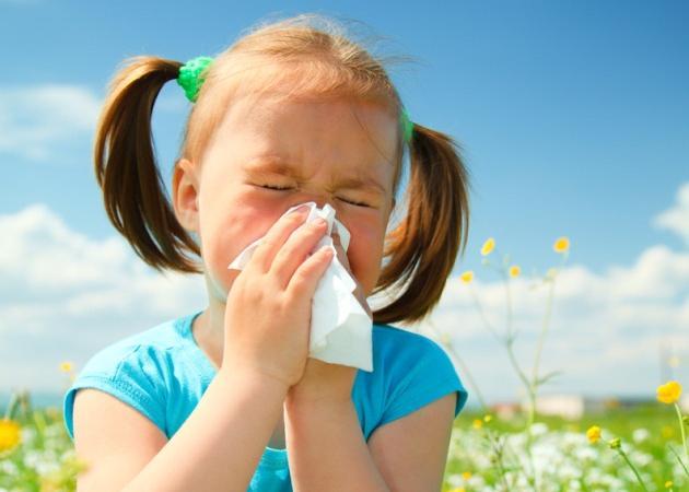Πώς θα καταλάβεις αν το παιδί σου έχει ανοιξιάτικη αλλεργία ή λοίμωξη;