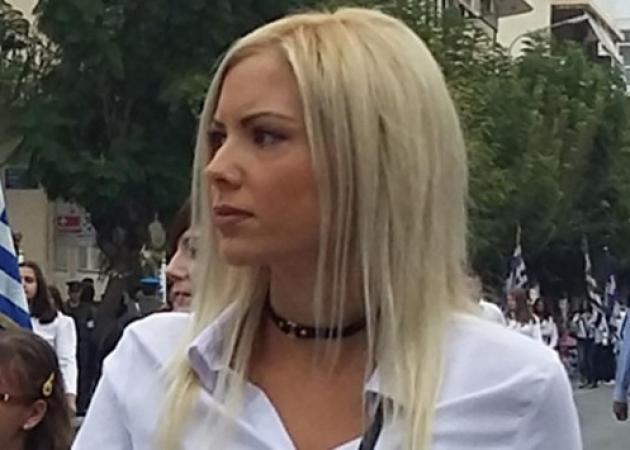 Παρέλαση: Η όμορφη συνοδός που εντυπωσίασε στα Χανιά [pics]
