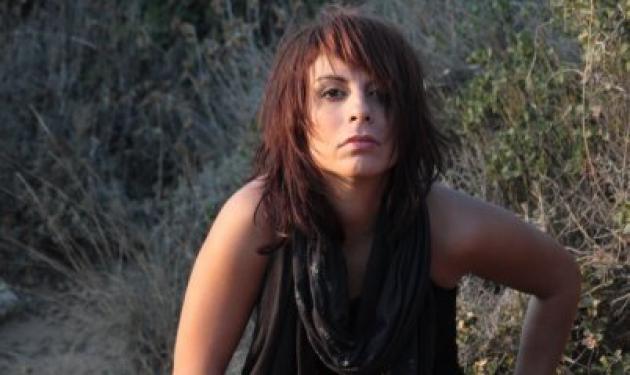 Πένυ Σκάρου: Εξιτήριο για την τραγουδίστρια που έχασε το πόδι της σε τροχαίο