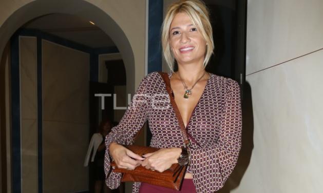 Φαίη Σκορδά: Chic εμφάνιση στο θέατρο, παρέα με την μητέρα της! | tlife.gr