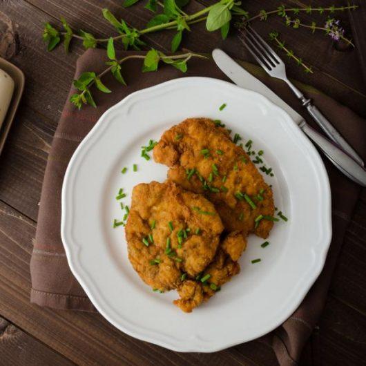 Σνίτσελ κοτόπουλου με μυρωδικά στο φούρνο | tlife.gr