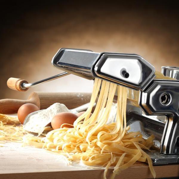 Το πιο χρήσιμο εργαλείο για σπιτικά ζυμαρικά