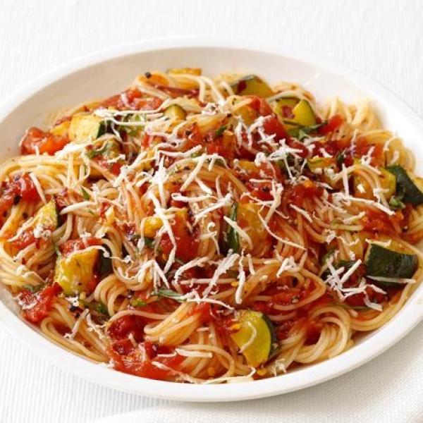 Σπαγγέτι με spicy κολοκυθάκια