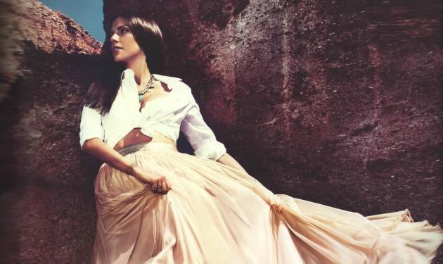 """Ελισάβετ Σπανού: Φωτογραφίζεται και αποκαλύπτει… """"Δεν νιώθω παρουσιάστρια!"""""""