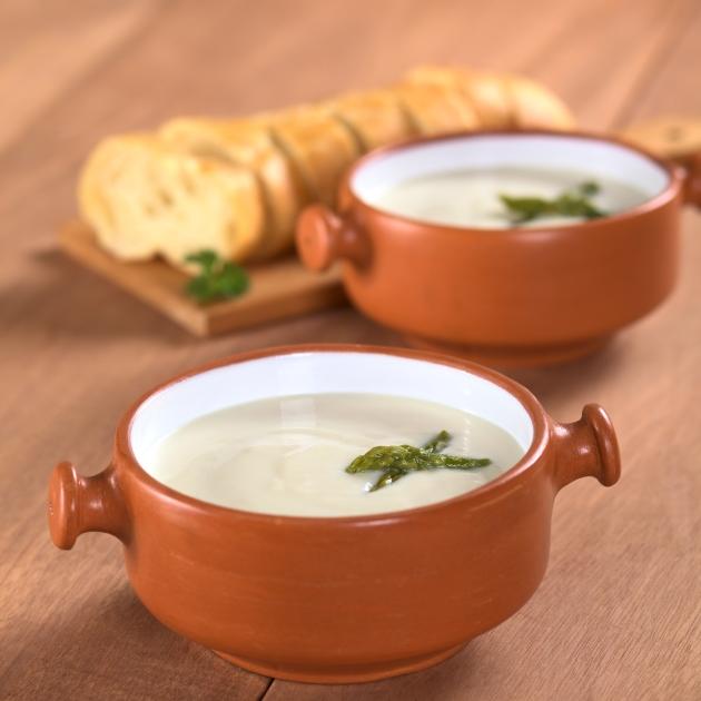 Σούπα με σπαράγγια και ξινομυζήθρα