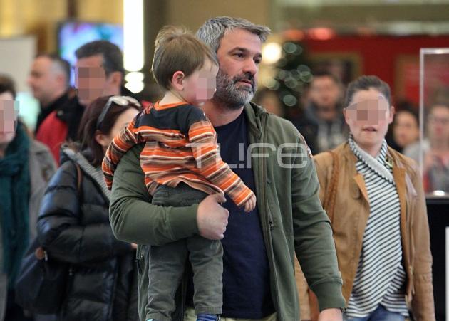 Σπύρος Χαριτάτος: Χριστουγεννιάτικα ψώνια με τον… ενδέκατο ανιψιό του! | tlife.gr