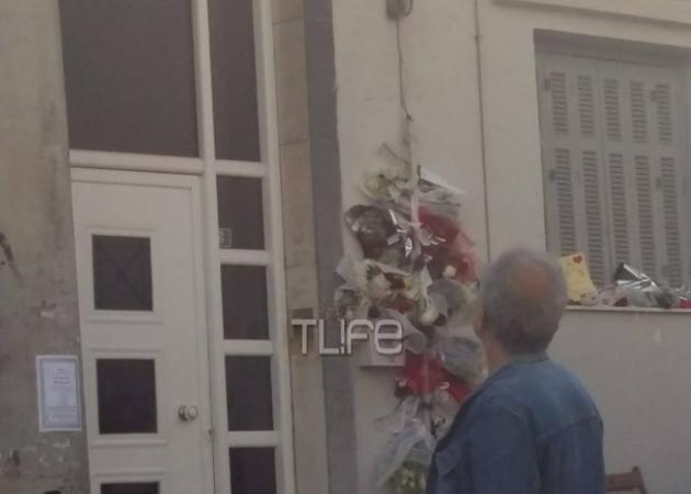 Κηδεία Παντελή Παντελίδη: Ακούγοντας τραγούδια του μέχρι το πρωί θρήνησε η οικογένεια τη σορό του