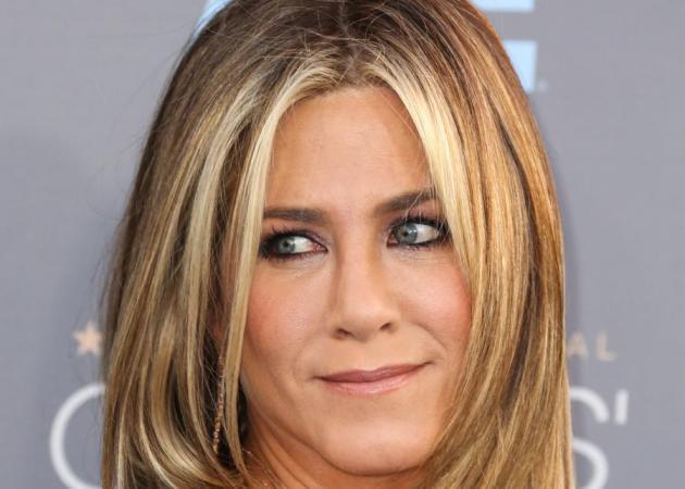 Μισο λεπτό! Η Jennifer Aniston έκανε 90's ανταύγειες στα μαλλιά της; | tlife.gr