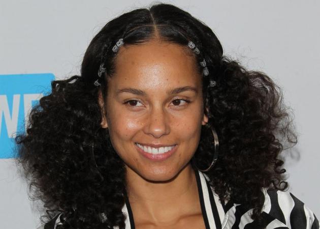 Η Alicia Keys με φλούο πλεξίδες!