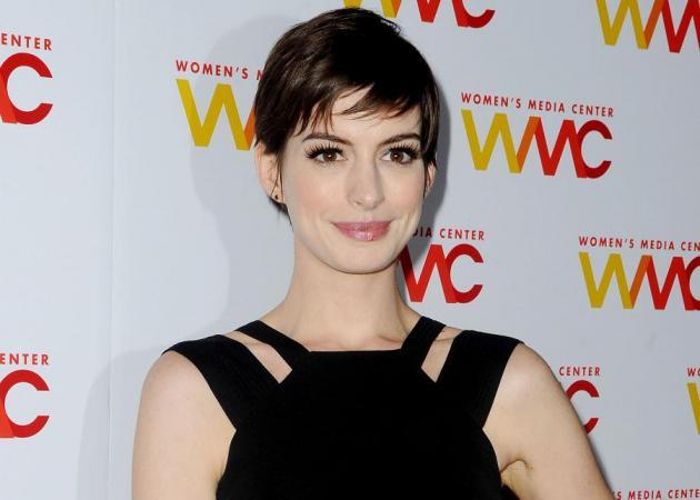Πιστεύεις ότι η Anne Hathaway είναι συντηρητική; Τα νύχια της θα σου αλλάξουν γνώμη!