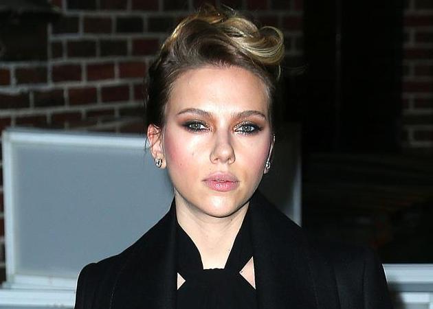 Το μυστικό της Scarlett Johansson με το ροδόνερο και πώς το χρησιμοποιεί! | tlife.gr