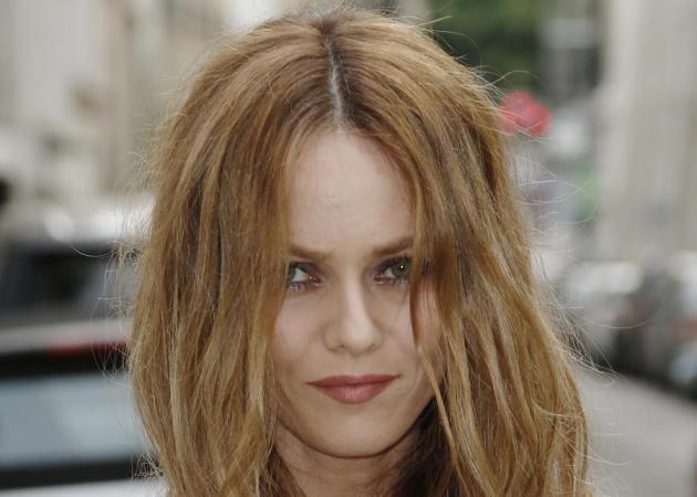 Vannesa Paradis: αγνώριστη με νέα μαλλιά μετά τον χωρισμό της από τον Johnny Depp! | tlife.gr