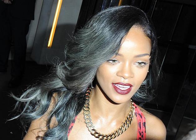 Η Rihanna άλλαξε ξανά τα μαλλιά της! Πώς λες να τα έκανε αυτή τη φορά;