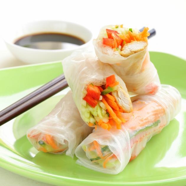 Κινέζικα ρολά με κοτόπουλο και μάνγκο
