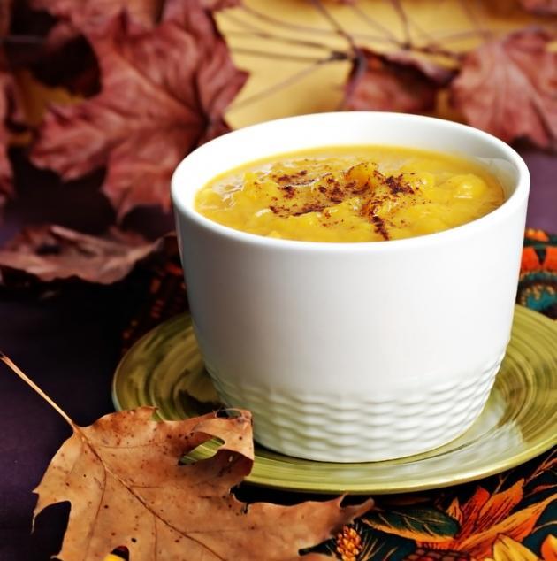 Σούπα κίτρινης κολοκύθας με αχλάδι και πετιμέζι