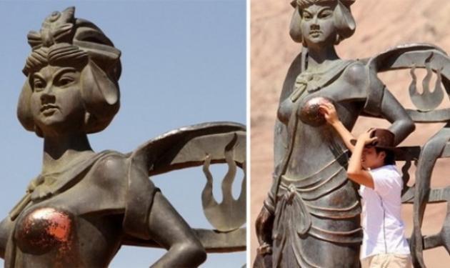 Κι όμως αυτά τα αγάλματα καταστράφηκαν από… πονηρούς τουρίστες!