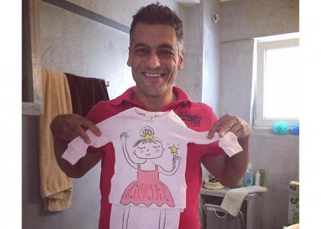 Στέλιος Κρητικός: Μας δείχνει το δωμάτιο και την κούνια της κόρης του!