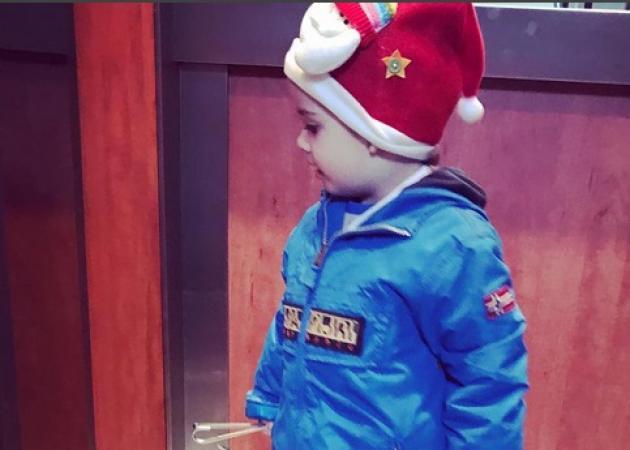 Στέλιος Χανταμπάκης: Ο γιος του Μανώλης λέει τα πιο αξιολάτρευτα… κάλαντα! [vid]