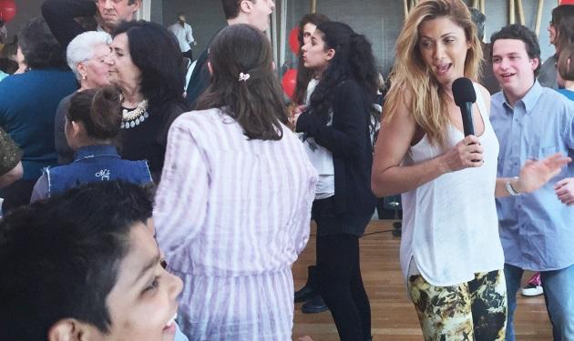 Στέλλα Καλλή: Τραγούδησε για τα παιδιά! Φωτογραφίες | tlife.gr