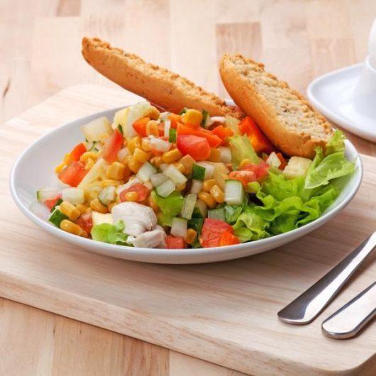 Καλοκαιρινή σαλάτα με mix λαχανικών | tlife.gr
