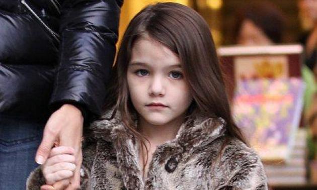 H μικρή Suri Cruise δημιουργεί τις τάσεις της μόδας… για 4χρονα κοριτσάκια   tlife.gr