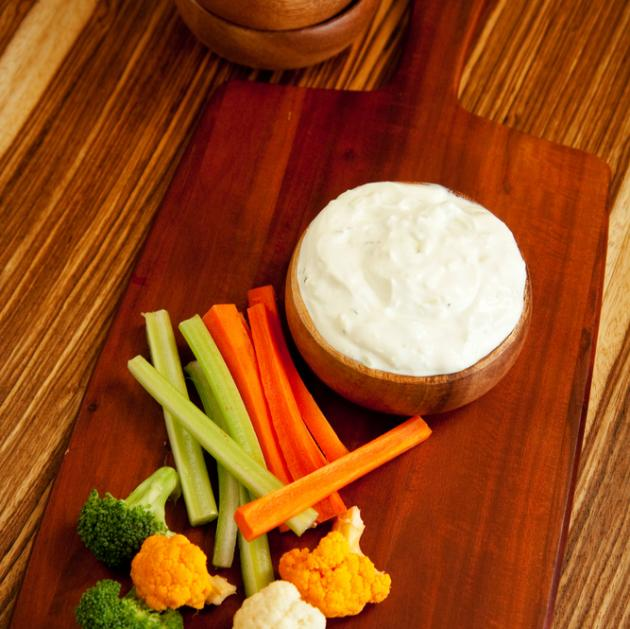Dip με τυρί κρέμα, γιαούρτι και άνηθο