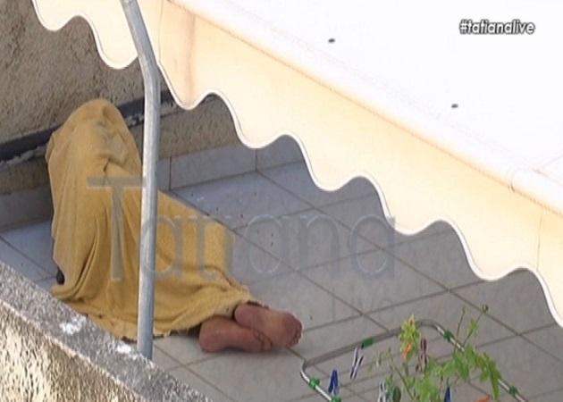 Πέθανε ο 86χρονος που ζούσε επί 1,5 χρόνο εξόριστος στο μπαλκόνι του σπιτιού του [vid] | tlife.gr