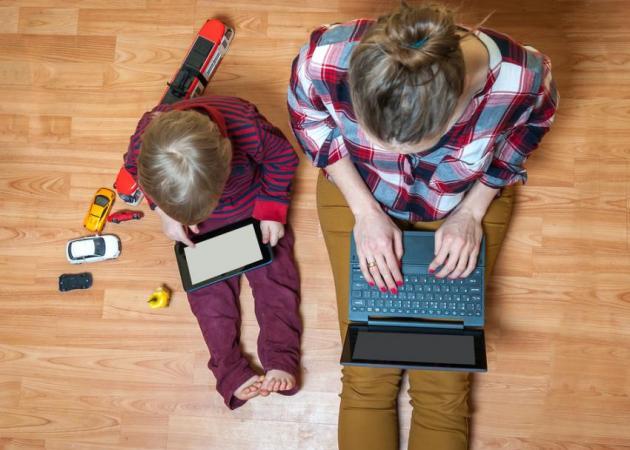 Παιδιά και τεχνολογία: Γιατί πρέπει να μάθουμε στα παιδιά μας πώς να ζουν στον κόσμο της τεχνολογικής ανάπτυξης | tlife.gr