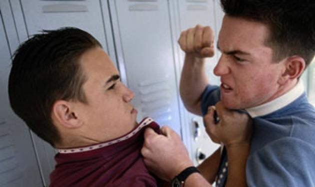 Θα σταματούσες αν έβλεπες ανήλικους να επιτίθενται σε ανήλικους; Δες το πείραμα! | tlife.gr