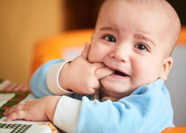 Τα πρώτα δοντάκια: Πότε θα καταλάβεις ότι έρχονται και πώς θα ανακουφίσεις το μωρό