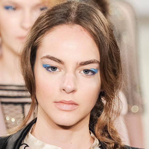 10 | Το μπλε eyeliner του οίκου Temperley