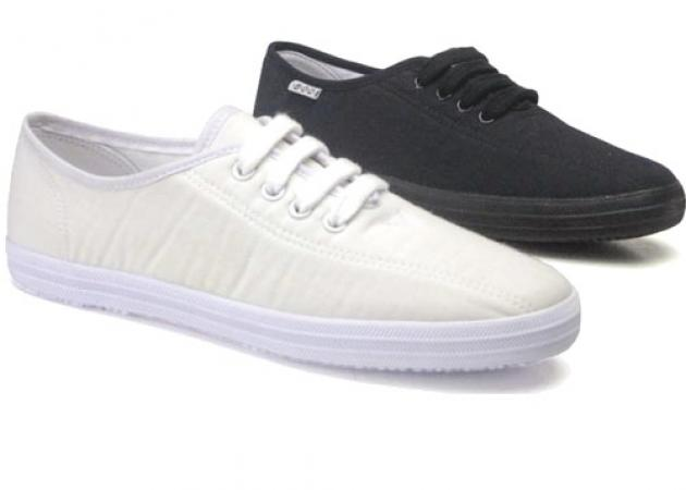 13e737abcc3 Πως μπορώ να καθαρίσω τα πάνινα παπούτσια μου; - TLIFE