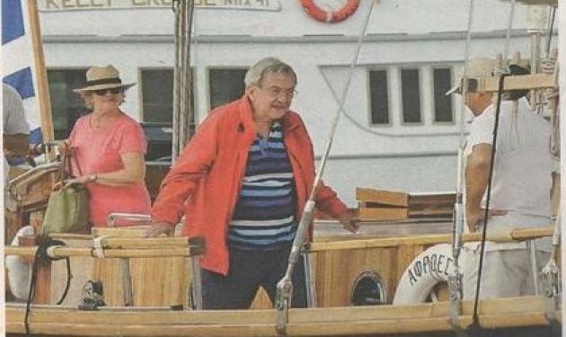 Κωνσταντίνος – Άννα Μαρία: Βόλτες με το εντυπωσιακό ξύλινο σκάφος τους!