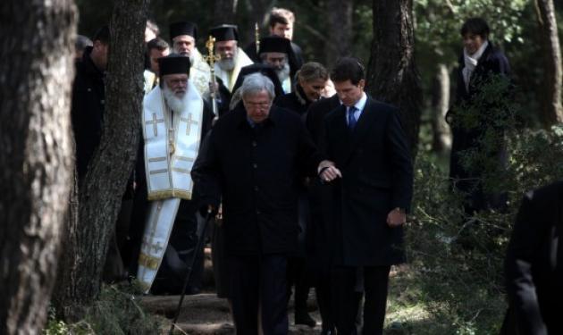 Στο μνημόσυνο των γονιών του με όλη την οικογένεια, ο τέως βασιλιάς Κωνσταντίνος | tlife.gr