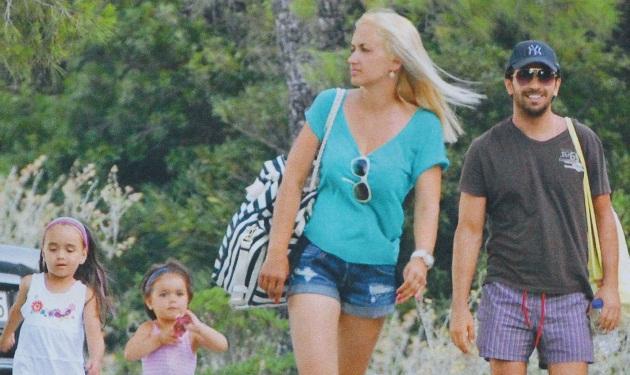 Ξέγνοιαστες στιγμές στην παραλία για την οικογένεια Πετρέλη!