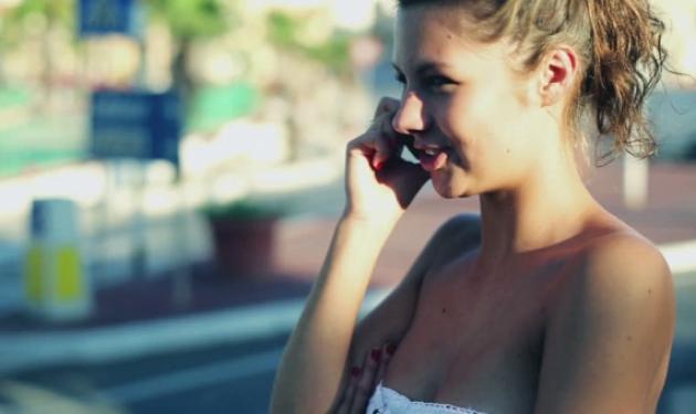 Δες γιατί περπατάς μέσα στο σπίτι, όταν μιλάς στο τηλέφωνο | tlife.gr