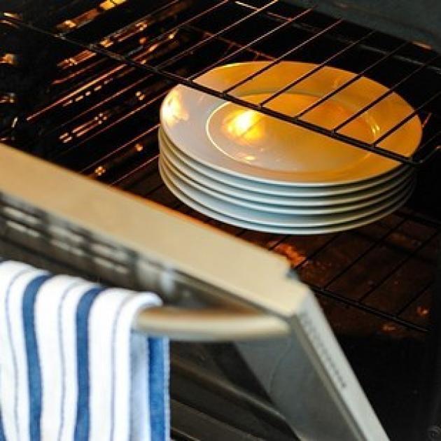 Ζέστανε τα πιάτα σου πριν σερβίρεις φαγητό σε αυτά! | tlife.gr