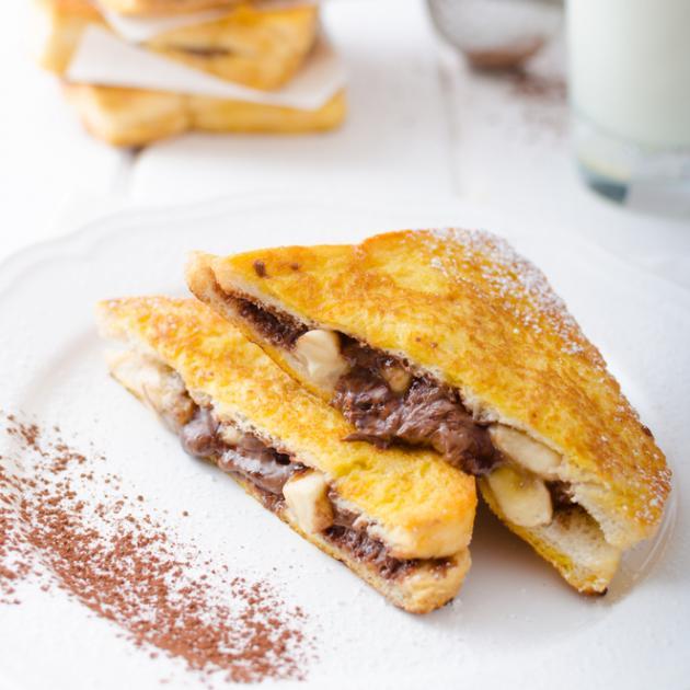 Γλυκό γρήγορο και χαμηλό σε θερμίδες; Σάντουιτς σοκολάτα-μπανάνα! | tlife.gr