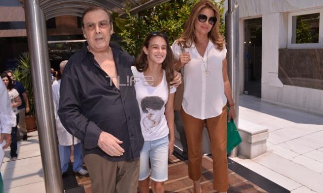 Τόλης Βοσκόπουλος: Πήρε εξιτήριο με την Άντζελα Γκερέκου και την κόρη τους στο πλευρό του! | tlife.gr